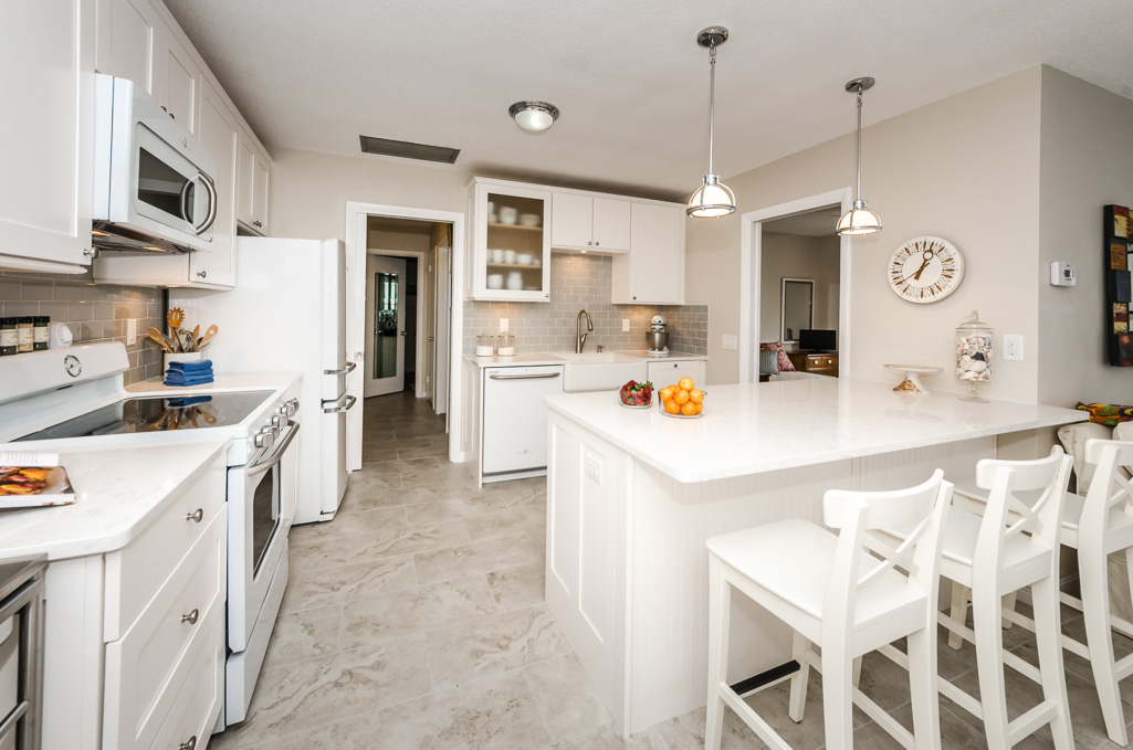This Kitchen Is Located In The Whispering Waters Condominiums Along North  Shore Drive In St. Petersburg, Florida. The Condominium, Built In 1957, ...